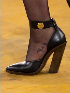 2020SSBurberry女鞋单鞋T台