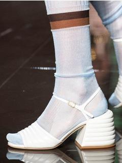 2020SSFendi女鞋凉鞋T台