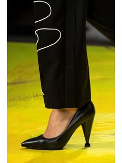 2020SSMoschino女鞋单鞋T台