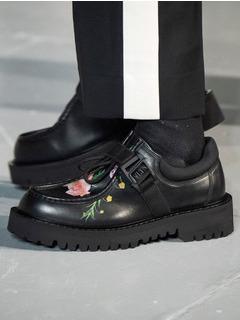 2020-21秋冬(AW)Valentino男鞋单鞋T台