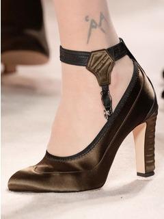2020-21秋冬(AW)Fendi女鞋单鞋T台