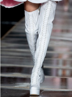 2020-21秋冬(AW)Moschino女鞋靴子T台