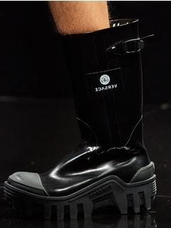 2020-21秋冬(AW)Versace女鞋靴子T台