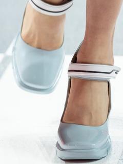20/21秋冬PRADA女鞋单鞋T台